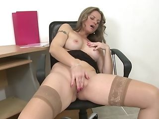 Inexperienced Matures Blonde Mummy Lianna Masturbates In Stockings