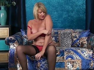 Juggy Matures Blonde Is Finger Fucking Rosy Cooter Spreading Gams Broad Open