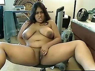 Hot Female With Enormous Juggs Taunts And Masturbates On Livecam