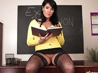 Delicious Chubby Vag Of Wild Tutor In Stockings Shelly