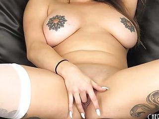Solo Chick Scarlet De Sade Drills Her Lil' Vulva With A Lengthy Fuck Stick