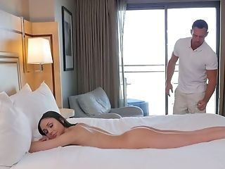 Ariana Marie Comes Up With This Devious Plan To Fuck Her Masseuse