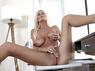 Excellent Solo Pleasure For Mommy When Home Alone
