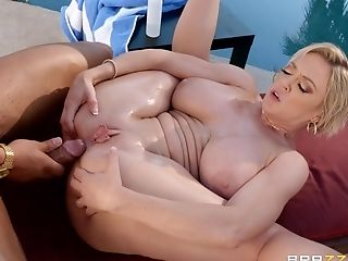 Huge-titted Blonde Matures Dee Williams Gets Her Cootchie Banged By The Pool