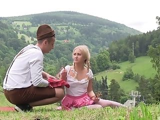 Country Side Muff Eat And Missionary Fuck Outdoors With Cayla Lyons